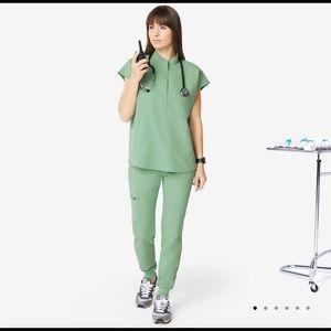 ISO Figs XS Rafaela top- surgical green or jade